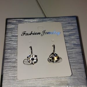 Jewelry - 3/$35 NWOT Cubic Zirconia Lever back earrings.